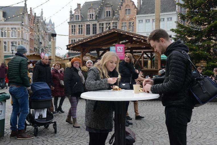 Op de Markt in Brugge was er niet minder volk.