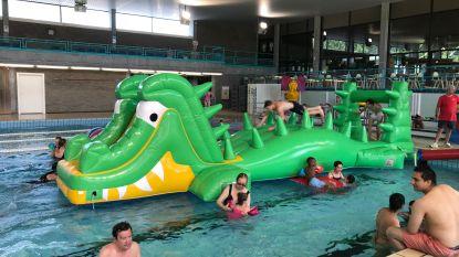 """Aalst zoekt verkoeling in stedelijk zwembad: """"Koude water zwembad voor één keer zeer welgekomen"""""""