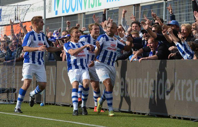 FC Lienden veroverde de landstitel bij de amateurs door in een tweeluik af te rekenen met Kozakken Boys, kampioen van de topklasse zaterdag.