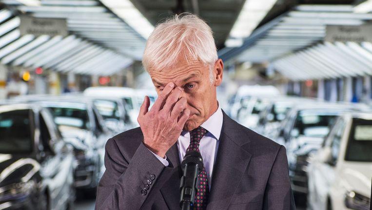 Topman Matthias Mueller in een VW-fabriek in Wolfsburg Beeld afp