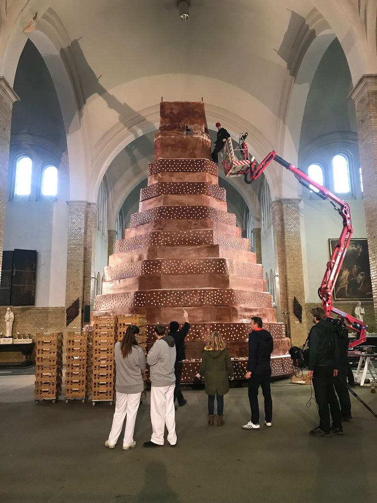 De grote taart in de Heilig Hartkerk.