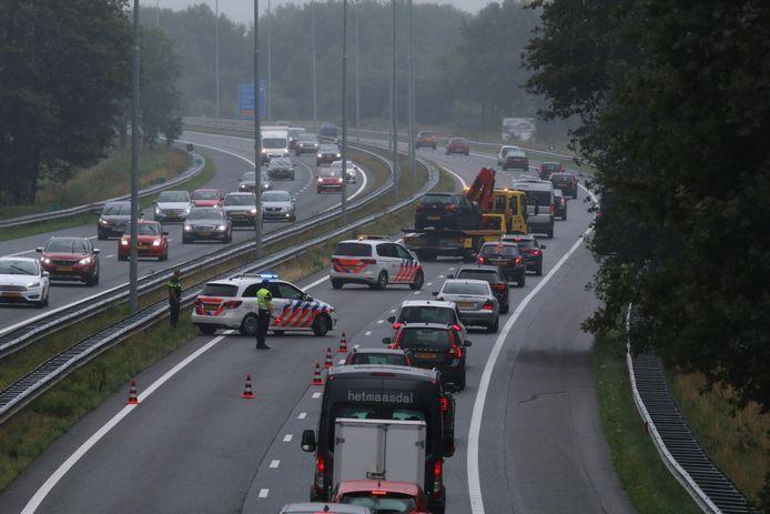 De politie in actie bij een eerder ongeval op de A73 bij Cuijk. Foto ter illustratie.