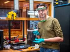 Industrieel ontwerper Alexander Bol roept iedereen met een 3D-printer op: ga ook spatkappen maken