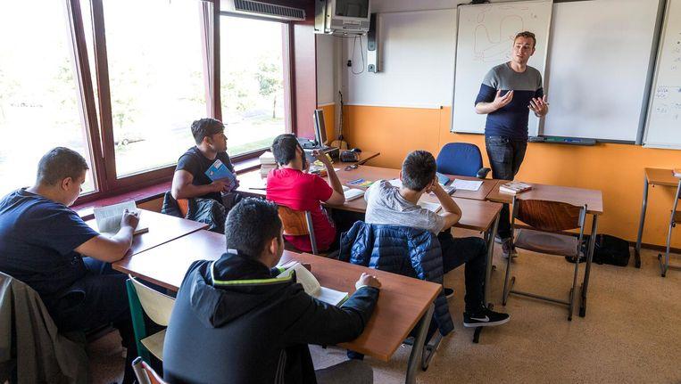 Afgestudeerd academicus Stefan Wagemans geeft als codocent een halfjaar les op het Mundus College. Beeld Rink Hof