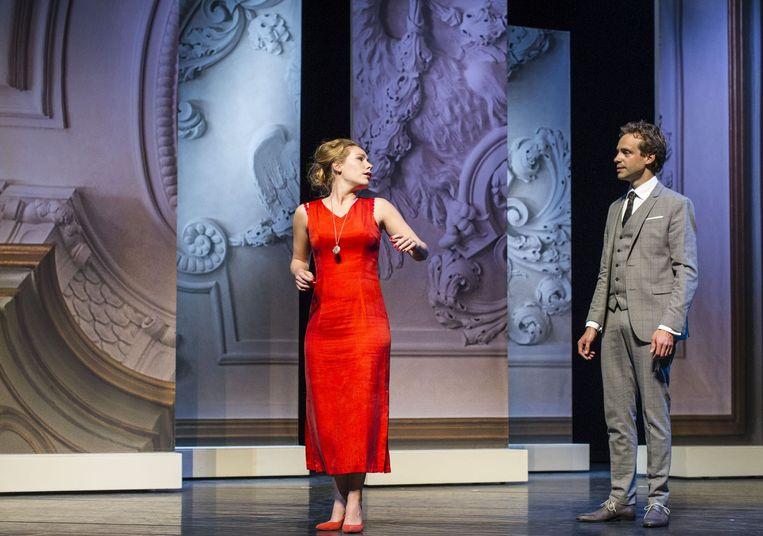 Scène uit Eline Vere met links actrice Hanne Arendzen. Beeld null