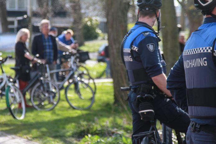 De extra handhavers die Haaksbergen van omliggende gemeenten te leen zou krijgen, moeten nu in eigen gemeente aan de slag.
