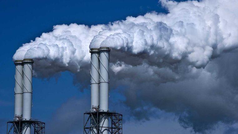 De schoorstenen van de kolencentrale op de Maasvlakte. Beeld anp