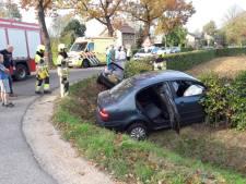Auto belandt in sloot bij ongeval in Groesbeek