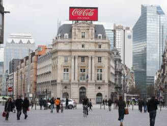 """""""De Brouckèreplein is doods en het doven van de Coca-Cola-reclame is daar het symbolisch bewijs van"""": schrijver Pascal Verbeken en reclamemaker Iwein Vandevyver reageren op plannen Smet"""