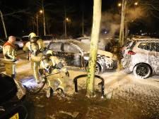 Geparkeerde auto in vlammen op bij Uithof