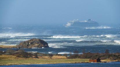 Evacuatie 1.373 opvarenden gestrand cruiseschip voor Noorse kust: reddingsacties gaan hele nacht door