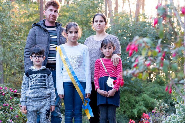 Vader Mohamed Alrfaaealseade en moeder Reham met hun kinderen Achmed, Maram (met lint) en Rahmah.