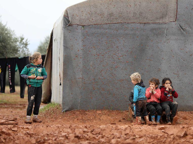 Syrische kinderen in een vluchtelingenkamp in Idlib, een provincie in het noordwesten van Syrië.