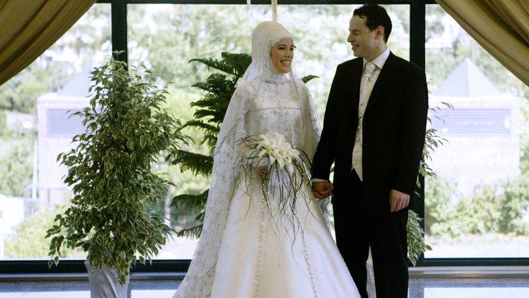 Dochter Esra Erdogan met haar man Albayrak op hun huwelijksdag in 2004