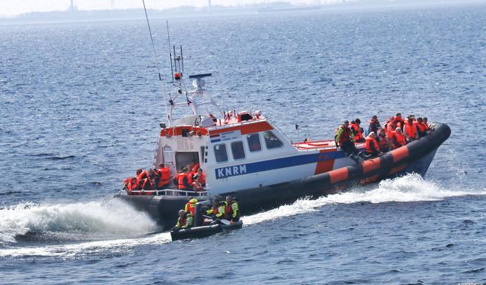 Foto ter illustratie van de KNRM in actie, tijdens de Reddingbootdag van Lelystad en Urk twee weken geleden.