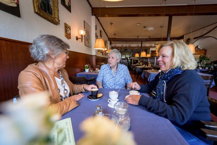 Hettie ten Hoopen, Rikie Nijland en Francien Deters.