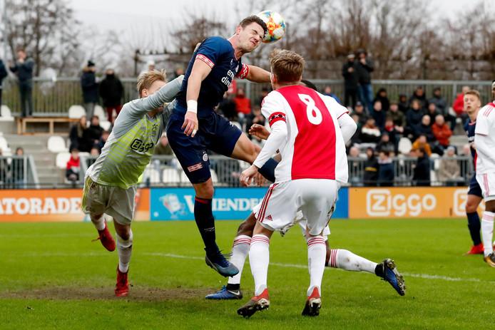 Stan van Bladeren (links) gaat toch niet naar Helmond Sport.