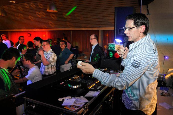 Geert Willems feest al 43 jaar met mensen met een beperking, zoals op deze feestavond in 2012.