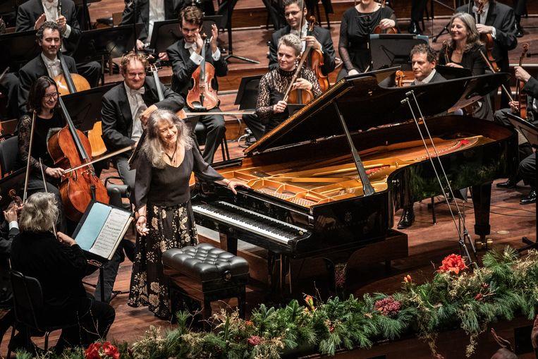 De Argentijnse concertpianiste Martha Argerich in concert met het Rotterdam Philharmonisch Orkest in De Doelen, Rotterdam.  Beeld null