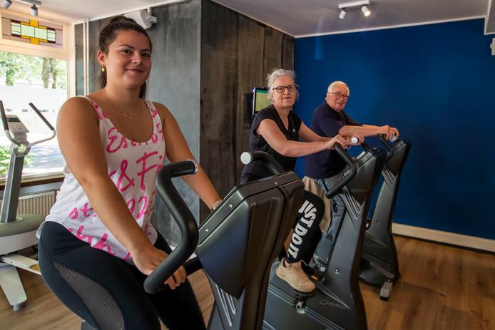 Drie generaties in de sportschool. V.l.n.r.: Sanne, Ellen en Ad van Kuijk.