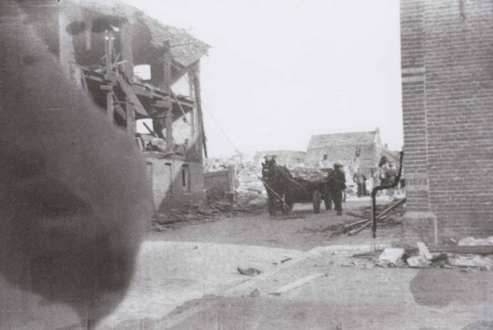 In februari 1945 stort een V1 op een rij woningen in de Lange Wagenstraat in Gilze. Er zijn negen doden te betreuren, waarvan zeven kinderen.