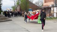 Streaming vanuit Sint-Catharinakapel en processie met twee mensen