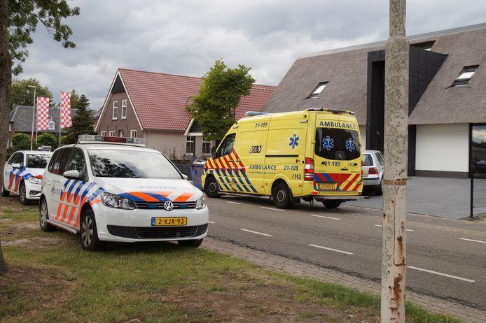 Man raakt zwaargewond bij val door dak van schuur in Haarsteeg.