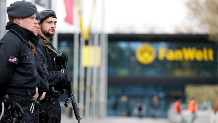 Duitse politie bij het stadion tijdens de wedstrijd Borussia Dortmund en AS Monaco. Beeld anp