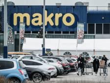 Controles op drukte in Makro, maar non-food mag open blijven: 'Ga in een zware lockdown niet zomaar op pad'