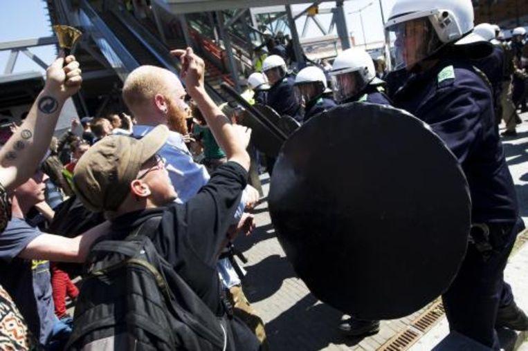 De politie heeft zaterdag bij de demonstratie van de extreem rechtse partij Nederlandse Volks-Unie (NVU) in Den Bosch veertig personen aangehouden. Foto ANP Beeld