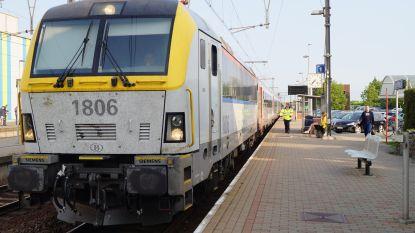 NMBS schroeft openingsuren loketten terug in Tielt en Lichtervelde, maar benadrukt dat stations wel bemand blijven
