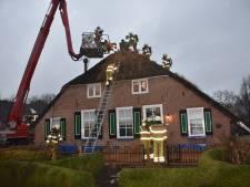 Brandweer redt opnieuw rietgekapte boerderij in Staphorst