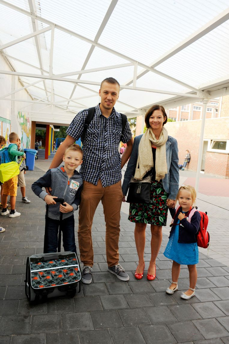 Xander met zus Nore en papa Johan, die zelf lesgeeft in het Sint-Lievensinstituut, en mama Karen.