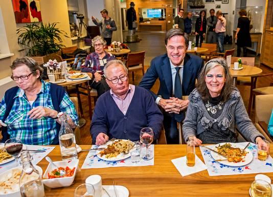 Minister president Mark Rutte in verzorgingshuis de Vijverhof Capelle aan den IJssel om zijn VVD zorgplan bekend te maken.