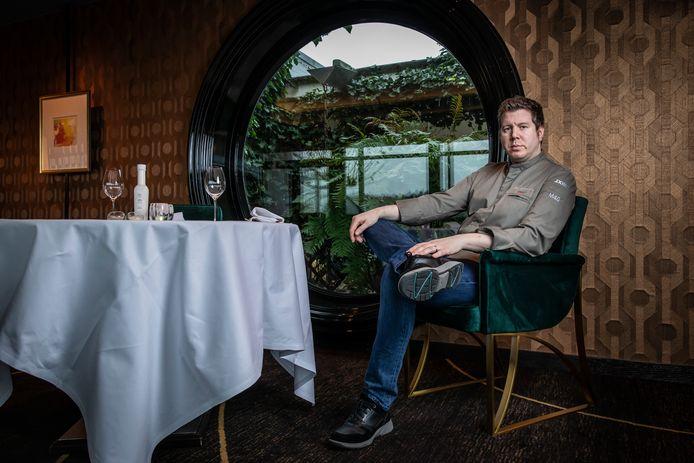 Roy Eijkelkamp is al twaalf jaar kok in De Bokkedoorns in Overveen. De geboren en getogen Vordenaar is met zijn 33 jaar de jongste tweesterrenchef van Nederland.