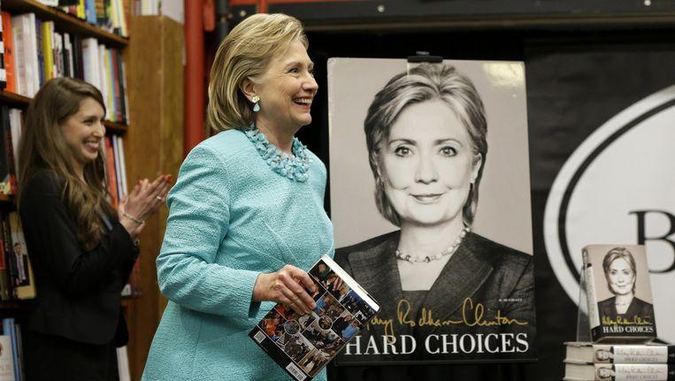 Hillary Clinton bij een signeersessie van haar nieuwe boek. Beeld ap