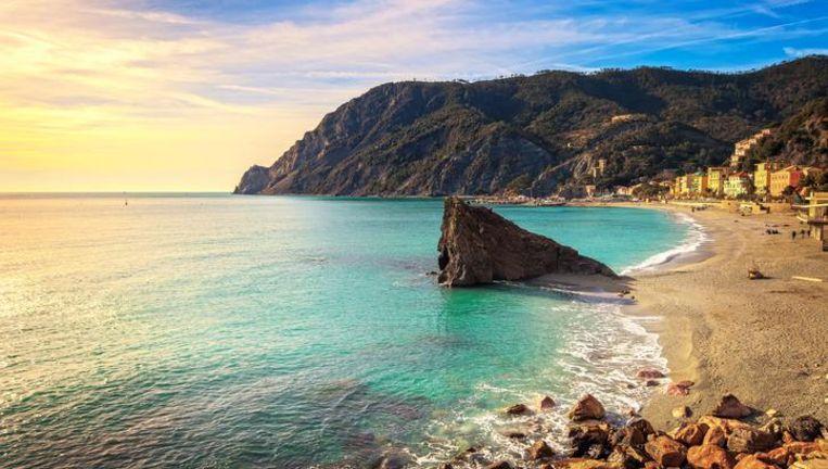 Het strand van Monterosso al Mare aan de Italiaanse Rivièra.