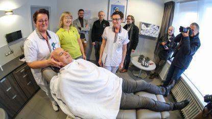 Kankerpatiënten krijgen gelaatsverzorging in Lourdesziekenhuis