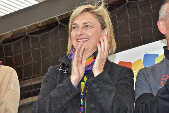 Met zelfgemaakte bakfiets van Menen naar Amsterdam - Minister Hilde Crevits juicht het toe
