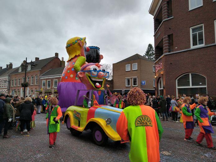 Vriendengroep MAF stond er kleurig op tijdens de optocht van Asten.
