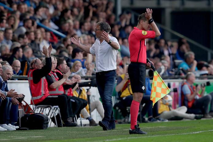 De Graafschap-trainer Henk de Jong treft in de play-offs zijn nieuwe club SC Cambuur.