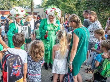 Zingend de zomervakantie uitluiden in Zwolle: 'Wel weer zin in school!'