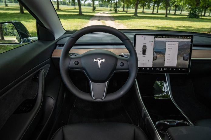 Het interieur van de Tesla Model 3: de autofabrikant wordt verweten data en video's uit de hightechauto te misbruiken.