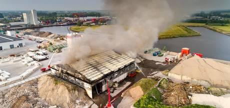 Grote brand bij recyclingbedrijf in Meppel