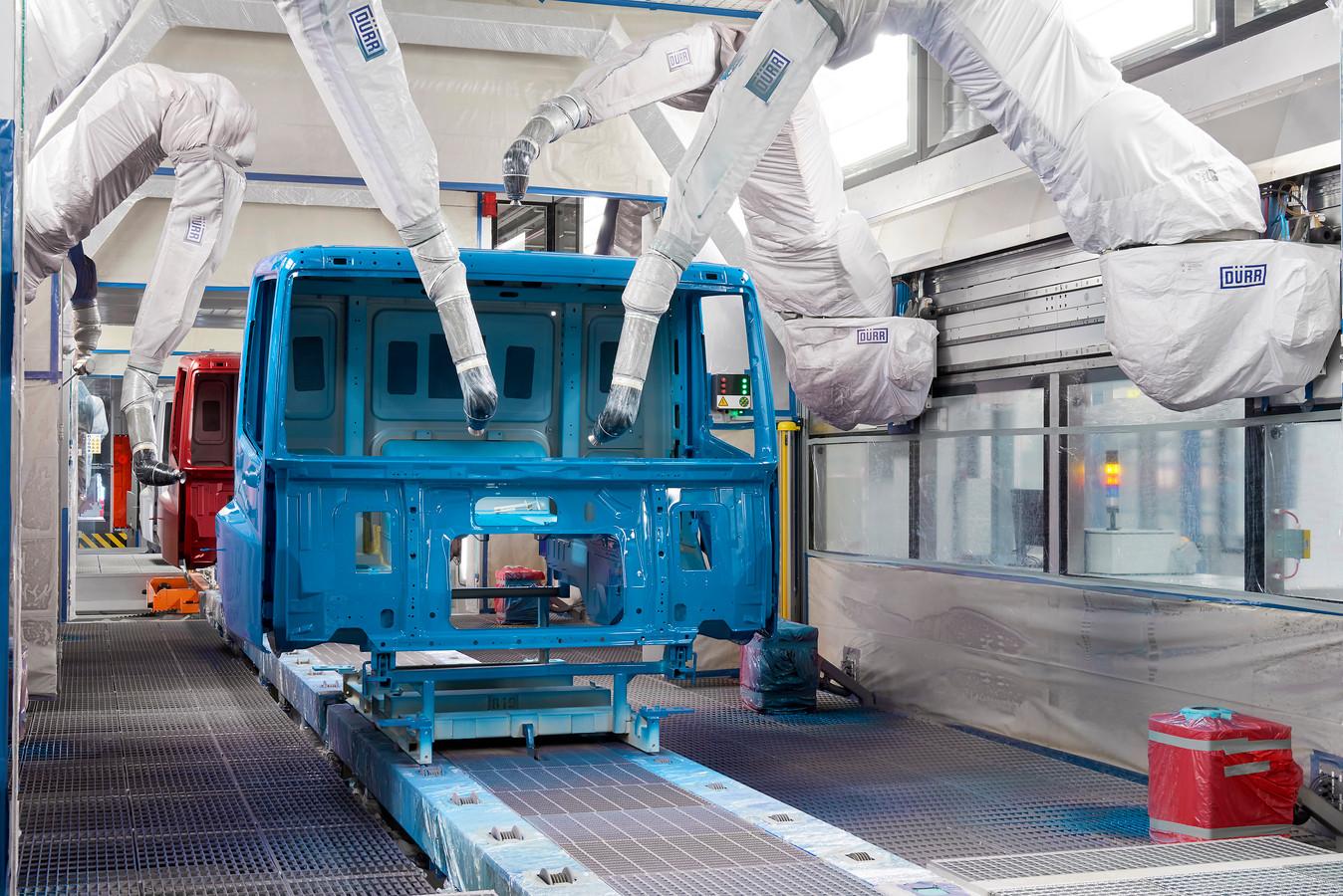 Met de nieuwe cabinelakstraat heeft DAF een belangrijk knelpunt in de productiecapaciteit weggenomen.