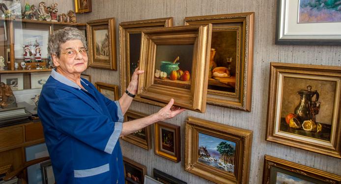 Ria van Santvoord Willem II straat gaat stoppen met haar kunstwinkel en lijstenmakerij