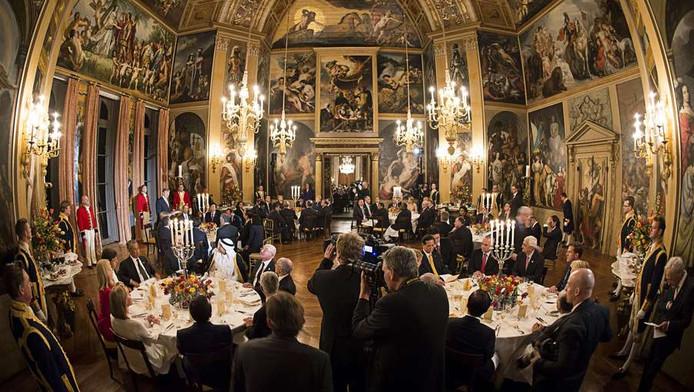 Koning Willem-Alexander speecht in de Oranjezaal van Paleis Huis ten Bosch.