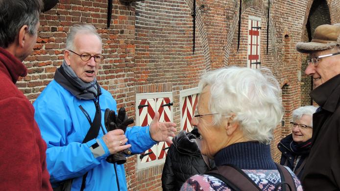 Gidsen van het Gilde Amersfoort loodsen belangstellenden langs de pracht en geschiedenis van de stad.