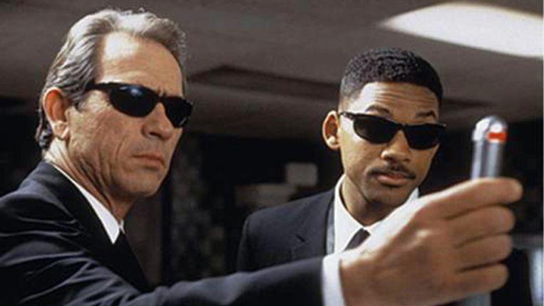 Tommy Lee Jones (links) en Will Smith in Men in black III. Beeld