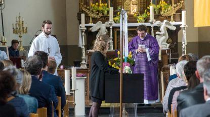 Kerk te klein voor afscheid verongelukte kajakker (28)